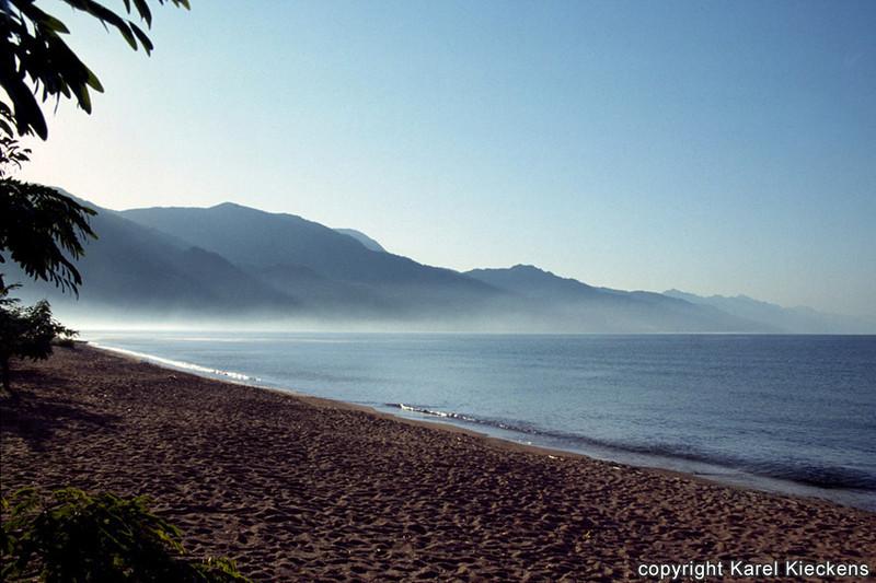 T.02_16.Malawimeer.Matema beach.jpg