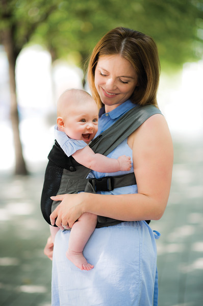 Izmi_Baby_Carrier_Breeze_Mid_Grey_Lifestyle_Front_Carry_Baby_Laughing_With_Mum.jpg