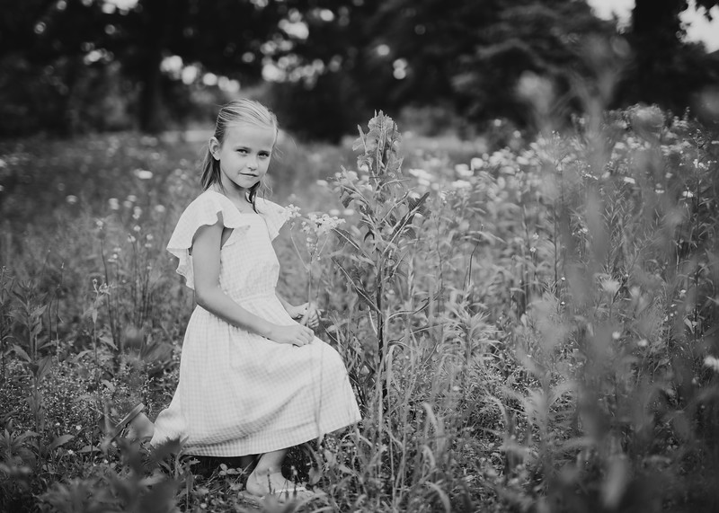 Kate and Tall Grasses (15 of 17).jpg