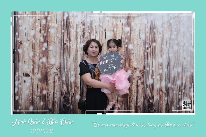 QC-wedding-instant-print-photobooth-Chup-hinh-lay-lien-in-anh-lay-ngay-Tiec-cuoi-WefieBox-Photobooth-Vietnam-cho-thue-photo-booth-003.jpg