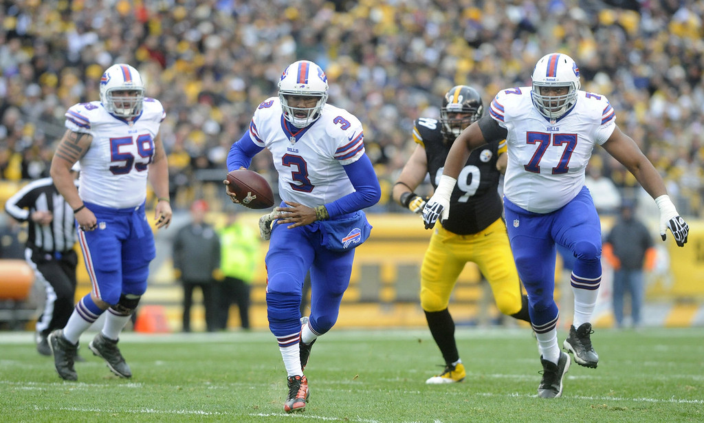 . E.J. Manuel #7 of the Buffalo Bills breaks through the Pittsbugh Steelers defense  for a first down during the first quarter at Heinz Field on November 10, 2013 in Pittsburgh, Pennsylvania. (Photo by Vincent Pugliese/Getty Images)