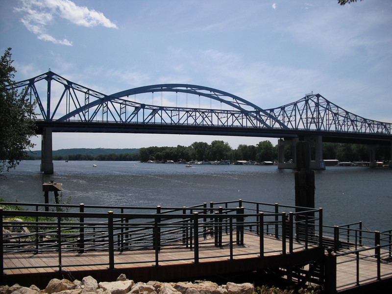 2009-07-11 The bridge over the Mississippi River in La Cross WI.JPG