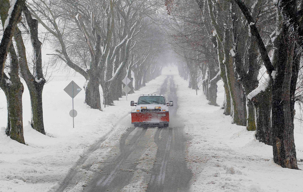 . A snowplow moves down a country lane during a massive blizzard near Mt. Jackson, Virginia March 6, 2013. Washington and its suburbs face what could be their heaviest snowfall in two years on Wednesday, as a fierce storm headed east after blanketing the Midwestern United States, snarling traffic and causing hundreds of flight cancellations. REUTERS/Gary Cameron