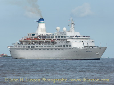 Discovery Arrives at Liverpool Cruise Terminal - August 23, 2014