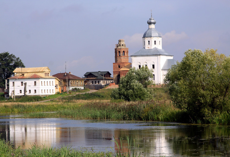 Suzdal - Ilya (Elijah) the Prophet Church, 1744, and nearby houses.