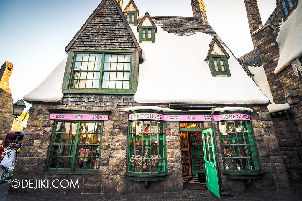 Universal Studios Japan - The Wizarding World of Harry Potter - Hogsmeade Honeydukes store side entrance