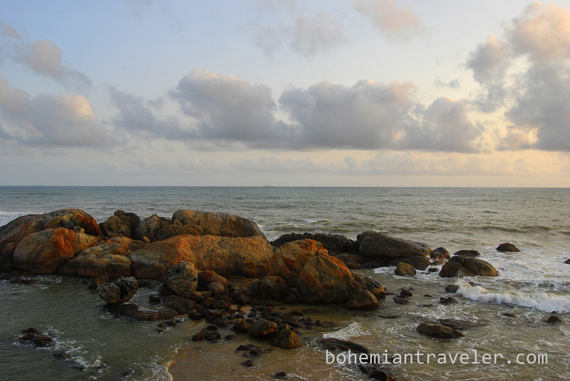 rocks off Galle fort.jpg