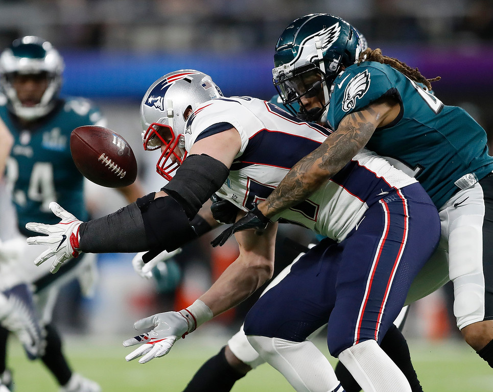. Philadelphia Eagles\' Ronald Darby, right, breaks up a pass intended for New England Patriots\' Rob Gronkowski during the first half of the NFL Super Bowl 52 football game Sunday, Feb. 4, 2018, in Minneapolis. (AP Photo/Jeff Roberson)