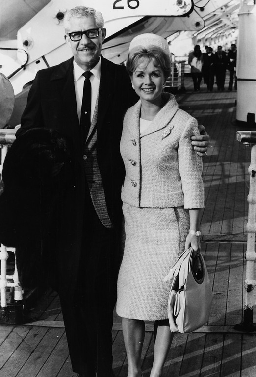 . Actress Debbie Reynolds and her husband Harry Karl pictured aboard the Queen Elizabeth liner as they arrive at Southampton, October 13th 1964. (Photo by Keystone/Hulton Archive/Getty Images)