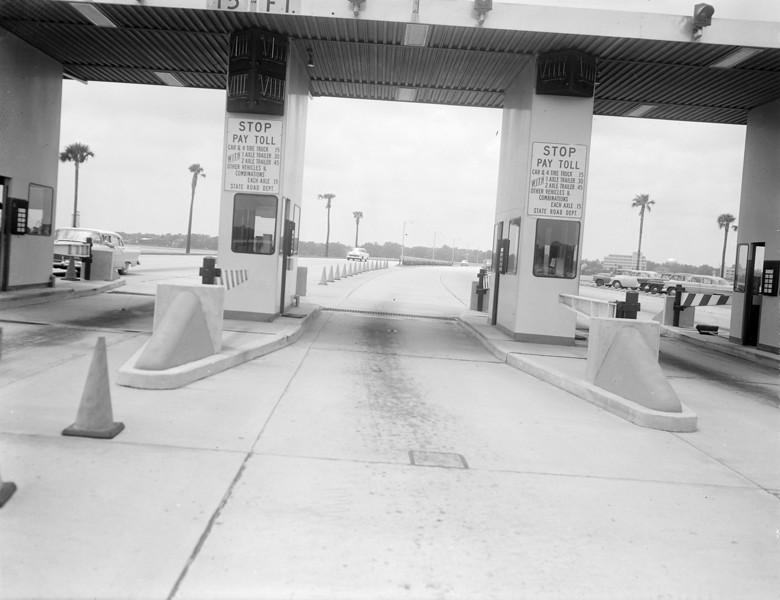 Toll booths on the Fuller Warren Bridge (Interstate 95) in 1957.