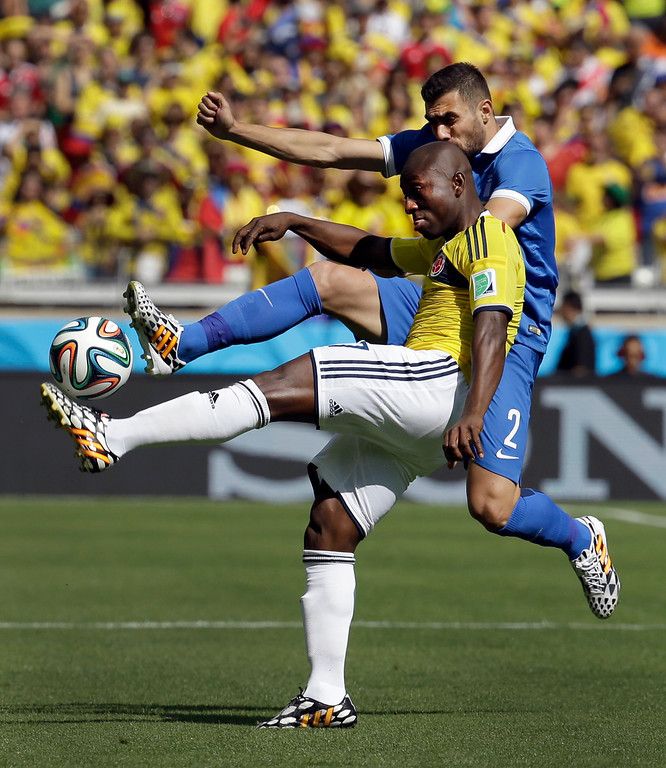 . Colombia\'s Pablo Armero, front, kicks the ball away from Greece\'s Giannis Maniatis during the group C World Cup soccer match between Colombia and Greece at the Mineirao Stadium in Belo Horizonte, Brazil, Saturday, June 14, 2014. (AP Photo/Fernando Vergara)