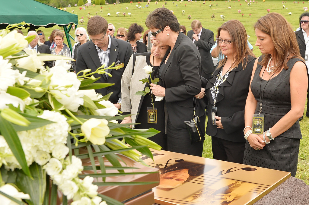 . Family members of George Jones attend the interment following the funeral for George Jones at Woodlawn Cemetery on May 2, 2013 in Nashville, Tennessee.  (Photo by Rick Diamond/Getty Images for Nancy Jones)
