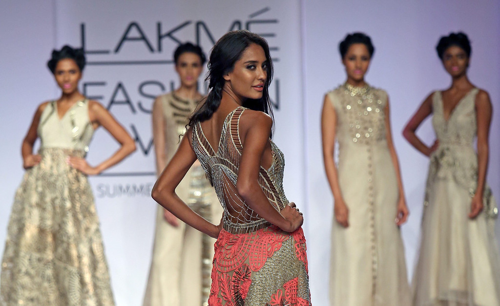 . A model presents a creation by Indian designer Monica and Karishma during the Lakme Fashion Week Summer/Resort 2014 in Mumbai, India, 13 March 2014. Some 92 designers will be showcasing their collections during the event running from 12 to 16 March.  EPA/DIVYAKANT SOLANKI