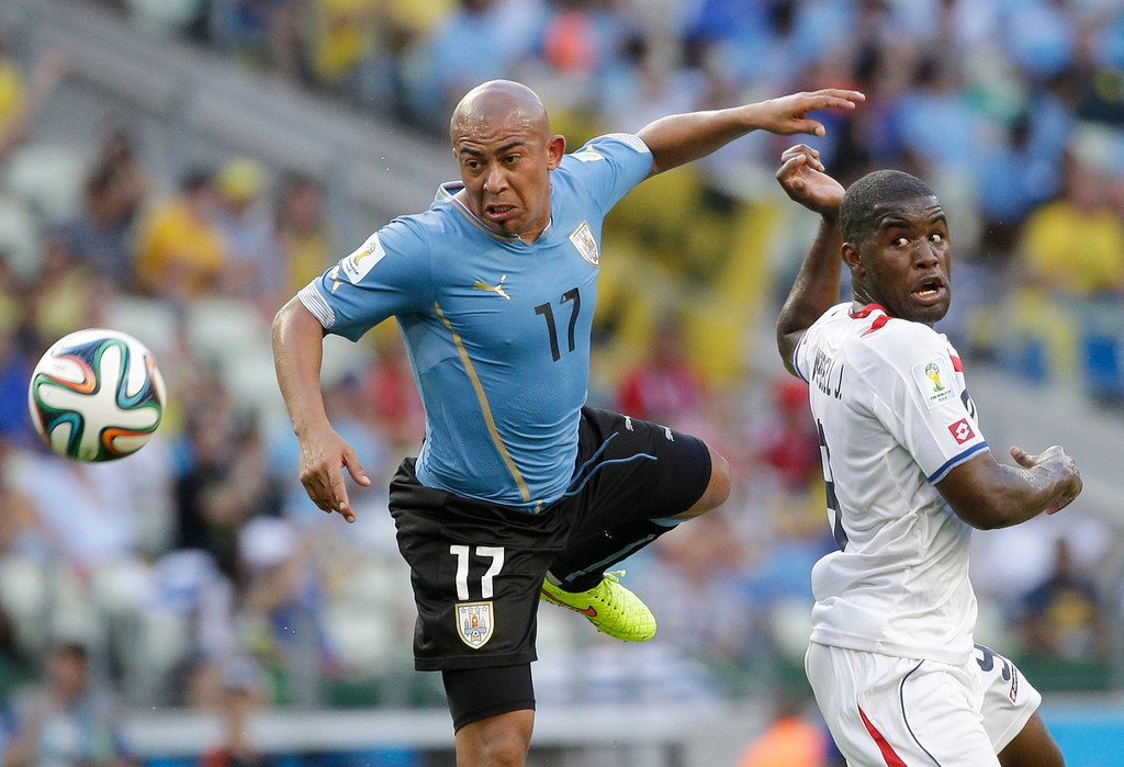 . Uruguay\'s Egidio Arevalo Rios, left, and Costa Rica\'s Joel Campbell battle for the ball during the group D World Cup soccer match between Uruguay and Costa Rica at the Arena Castelao in Fortaleza, Brazil, Saturday, June 14, 2014.  (AP Photo/Christophe Ena)