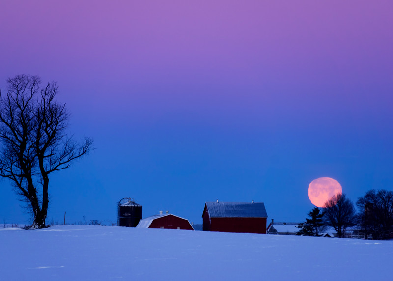 Moon - setting over the snow(p).jpg