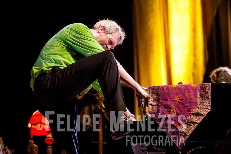 Hugh Laurie_Site_069.jpg