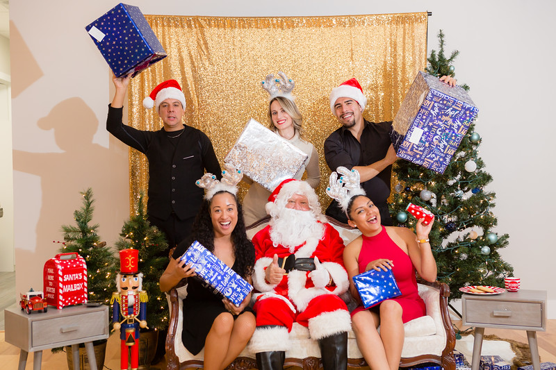 FADS Picture with Santa-381.jpg