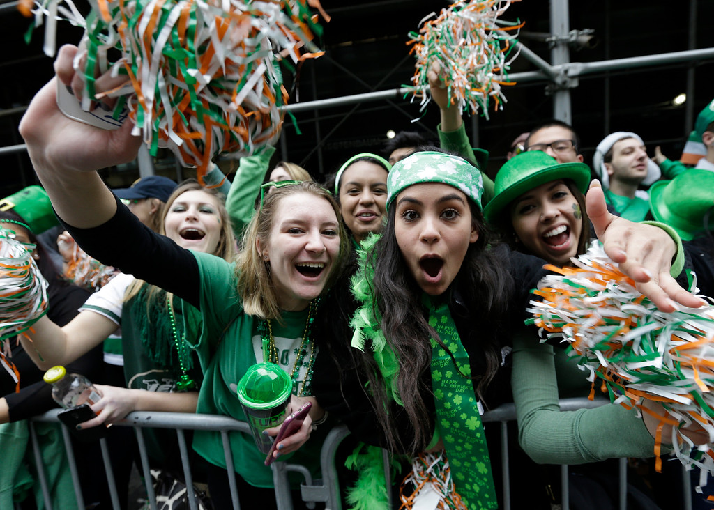 . People cheer as participants march up Fifth Avenue during the St. Patrick\'s Day Parade, Tuesday, March 17, 2015, in New York.  (AP Photo/Mary Altaffer)
