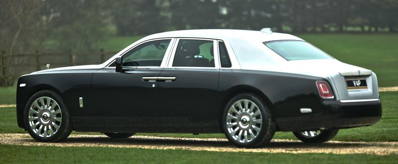 Rolls-Royce Phantom VIII 10.jpg