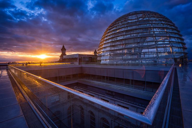 Reichstag-Roof-top-rain-handrail.jpg