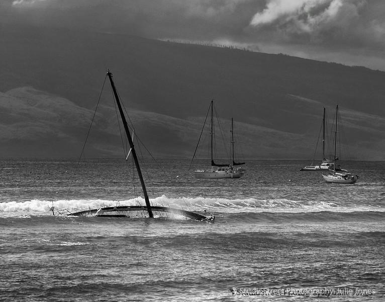 Maui007 sinking boat BW.jpg