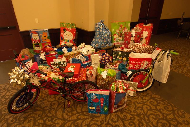 2013-12-15-FOCUS-Christmas-Presents_007.jpg