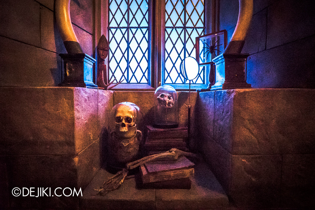Universal Studios Japan - Harry Potter and the Forbidden Journey / Hogwarts Castle Walk Tour - Defence against the Dark Arts classroom, skulls