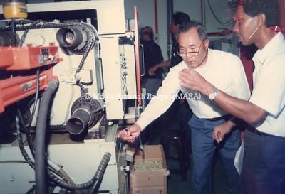 1993 - LAWATAN JETRO, JEPUN KE KILANG PLASTIK DI SELAYANG