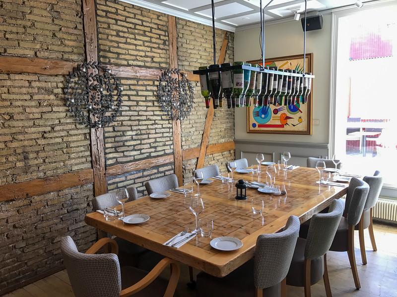 Restaurant Reykjavik table.jpg
