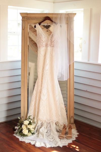 Elegant-Southern-Coastal-Wedding-Neutral-And-White-Details-Photography-By-Laina-Dade-City-Tampa-Area-Wedding-Photographer-Laina-Stafford--20.jpg