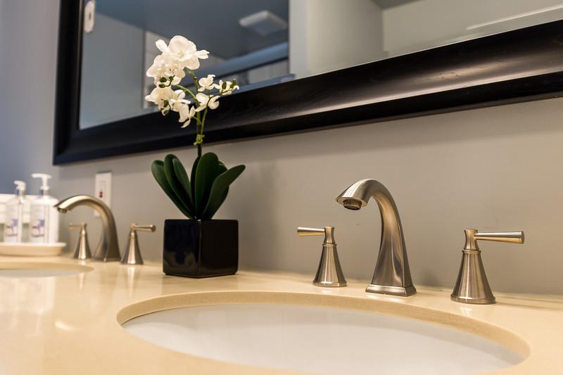 shady-fuji-upstairs-master-bathroom-0604.jpg
