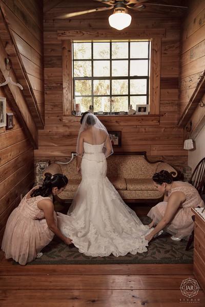 08-bride-bridesmaids-victorian-isola-farms-jarstudio.jpg
