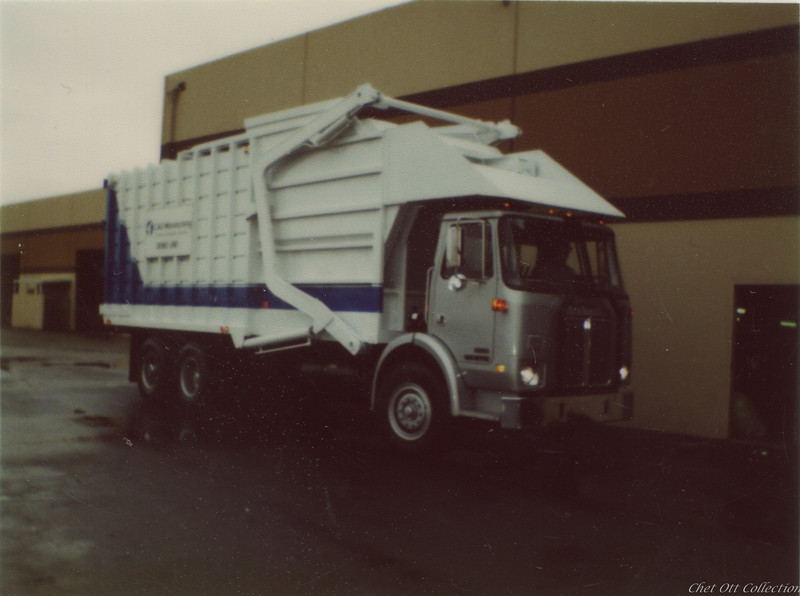 White WX Partial Pack Front Loader demo truck