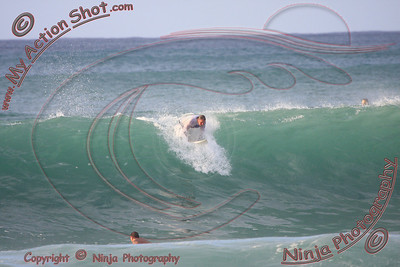 <font color=#F75D59>2008_10_14 - Surfing Pipeline, North Shore (OAHU) - Kurt</font>