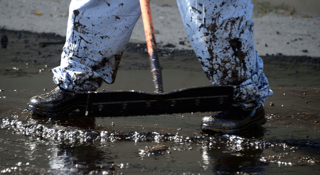 . Crews help clean up the remains of crude oil in  Atwater Village on Thursday, May 15, 2014, after a 20-inch above-ground pipeline ruptured, spewing over 10,000 gallons of crude oil onto streets over a half-mile area.  (Photo by Gene Blevins/Los Angeles Daily News)