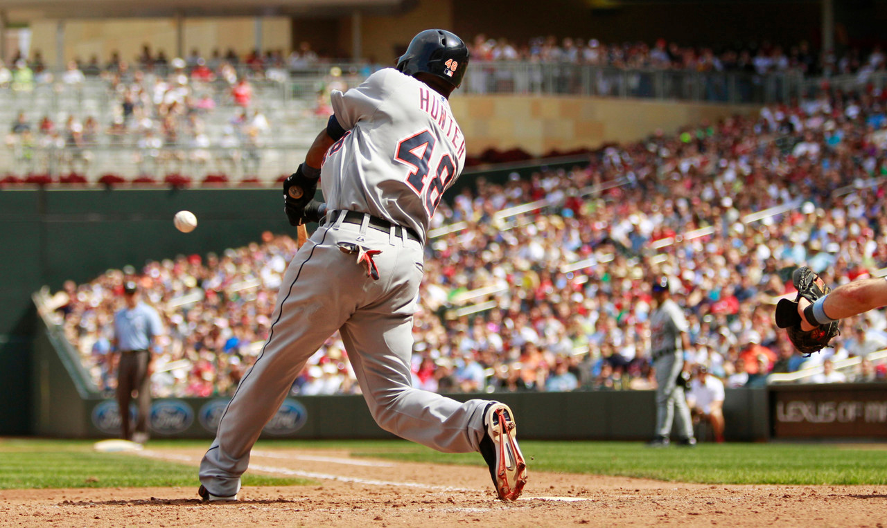 . Detroit\'s Torii Hunter hits an RBI double against Twins relief pitcher Josh Roenicke during the ninth inning. (AP Photo/Genevieve Ross)