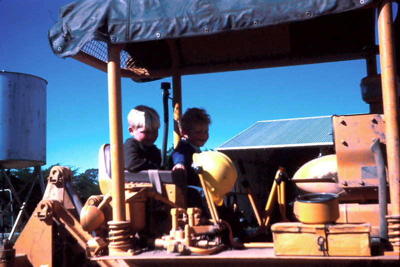 1972-10 (13) Andrew & Allen on bulldozer.jpg