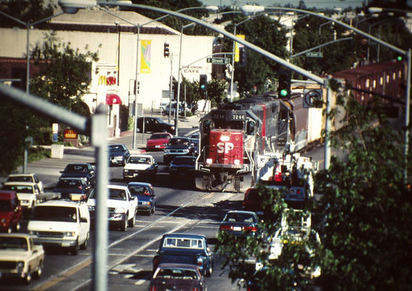 TS_SP7246_battling_traffic_9th_St_1998.jpg
