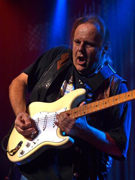Walter Trout Bluesfestival Hoogeveen 14-11-09 (57).jpg