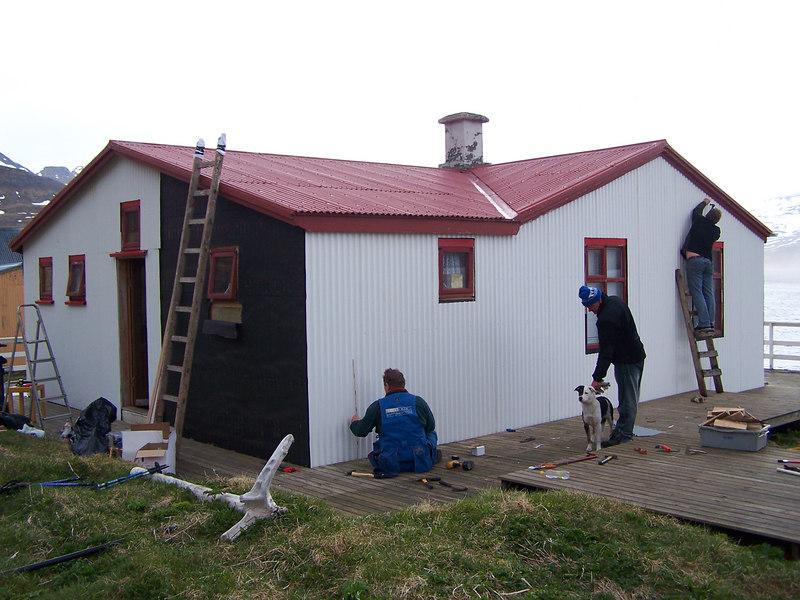 Unnið að frágangi á norðurhliðinni