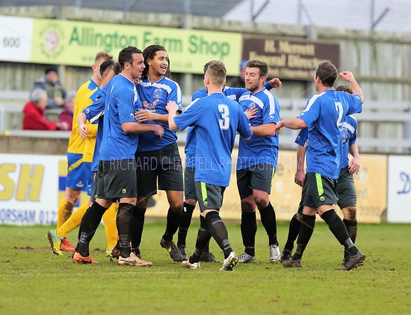 CHIPPENHAM TOWN V FROME TOWN MATCH PICTURES 1st Jan 2014