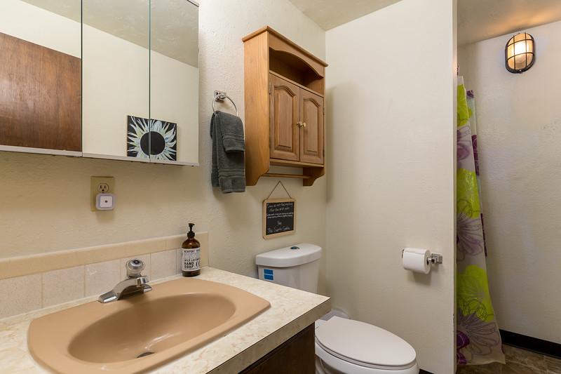 45 Bathroom.jpg