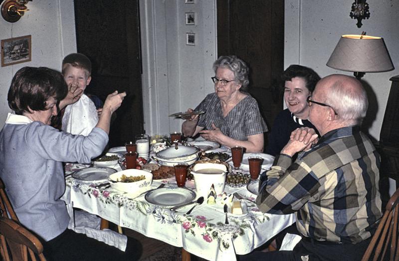 19671121_dinner_at_grandma_