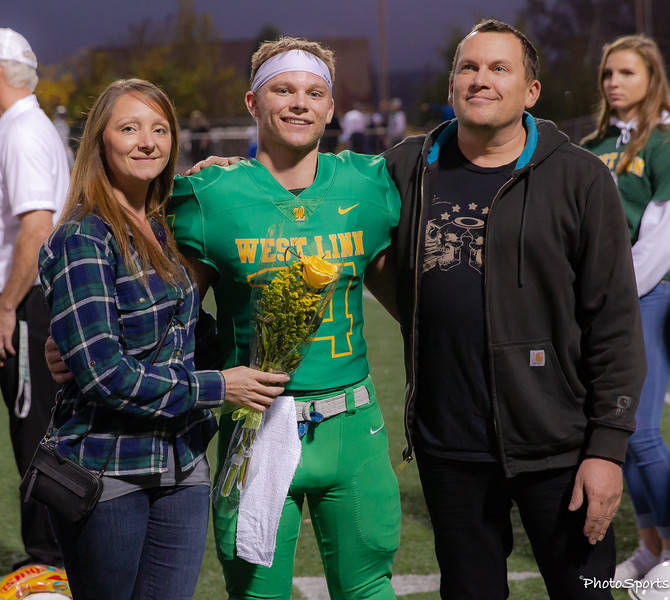 2018 West Linn Seniors-1412.jpg