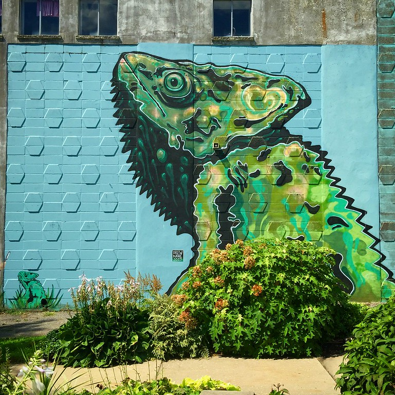 chameleon mural in roverhead new york