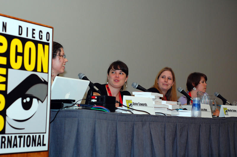 This is Amber's nerdy book panel for all the stuff coming out from ACE/ROC, Penguin and DK
