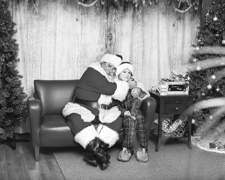 Ameriprise-Santa-Visit-181202-4947-BW.jpg