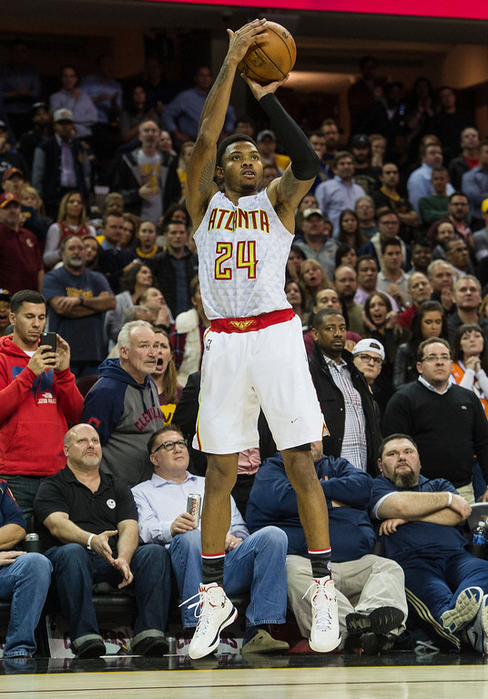 . Atlanta Hawks\' Kent Bazemore (24) makes a 3-point shot against the Cleveland Cavaliers during the second half of an NBA basketball game in Cleveland, Tuesday, Nov. 8, 2016. The Hawks won 110-106. (AP Photo/Phil Long)