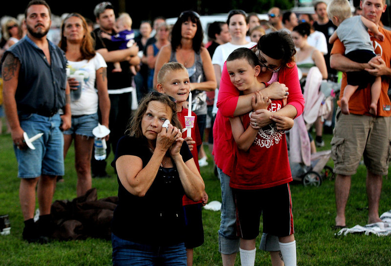 . People watch the sky lantern during the candlelight vigil for Isaiah Theis. (Pioneer Press: Jean Pieri)