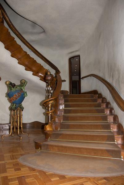 Entrance stairs of Casa Batlló. (Dec 11, 2007, 09:17pm)